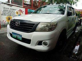 Selling White Toyota Hilux 2012 Manual Diesel