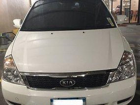 White Kia Carnival 2013 at 51000 km for sale