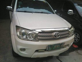 Selling White Toyota Fortuner 2010 Automatic Gasoline at 30000 km