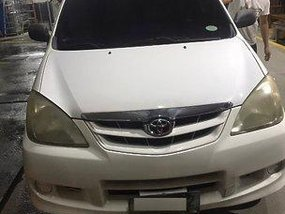 Selling White Toyota Avanza 2009 at 130000 km