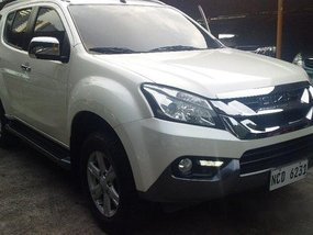 Sell White 2016 Isuzu Mu-X SUV at Automatic Diesel at 22 km