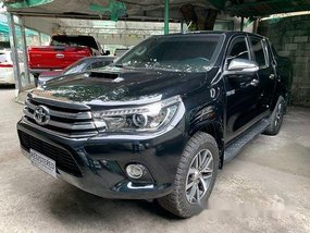 Selling Black Toyota Hilux 2017 at 43000 km