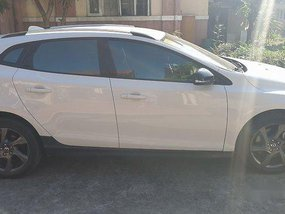 Selling White Volvo V40 2015 Automatic Diesel