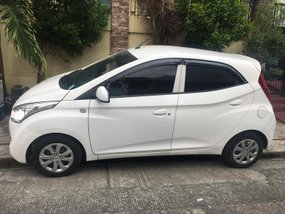 Selling White Hyundai Eon 2016 at 25000 km