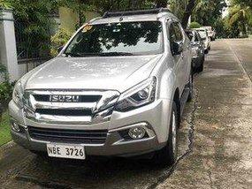 Selling Silver Isuzu Mu-X 2019 Automatic Diesel