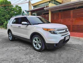 Selling White Ford Explorer 2014 at 40365 km