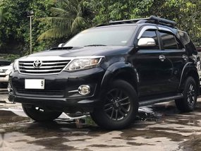 Selling Black Toyota Fortuner 2015 in Makati