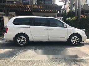 White Kia Carnival 2014 for sale in Taguig