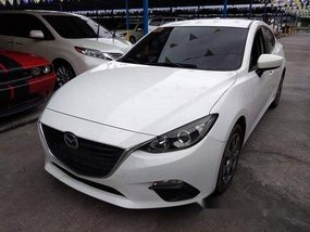 White Mazda 3 2016 at 44000 km for sale