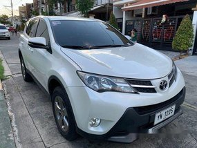 White Toyota Rav4 2015 at 31000 km for sale