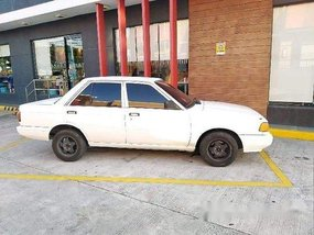 Selling White Nissan Sentra 1990 at 200000 km