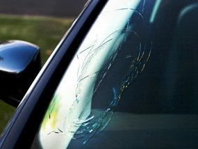 Top possible reasons why your car windshield gets cracked