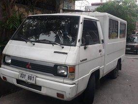 Selling White Mitsubishi L300 2002 in Paranaque