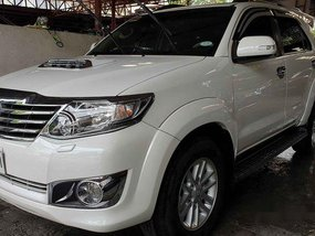 White Toyota Fortuner 2014 for sale in Narra