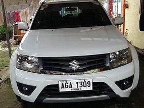 Selling White Suzuki Grand Vitara 2014 in Pamplona