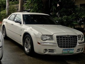 White Chrysler 300c 2012 for sale in Makati