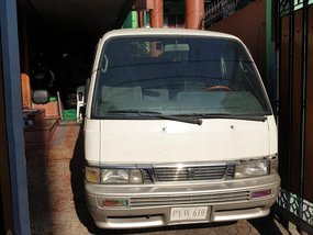 White Nissan Urvan 2000 for sale in Manual