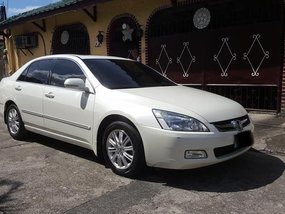 Pearl White Honda Accord 2004 for sale in Automatic