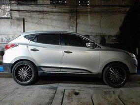 Selling Silver Hyundai Tucson 2010 at 60000 km
