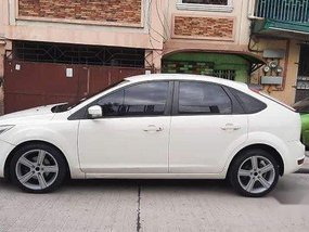 Sell White 2009 Ford Focus Hatchback