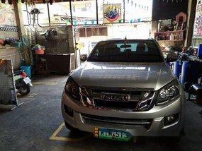 Selling Silver Isuzu D-Max 2015 Truck at 14000 km