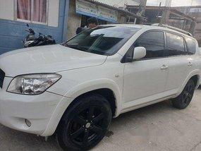 Selling White Toyota Rav4 2006 Automatic Gasoline