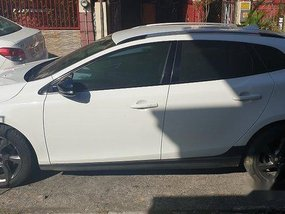 White Volvo V40 2015 Automatic for sale