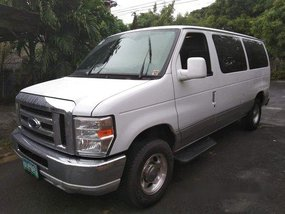 White Ford Econoline 2012 at 78000 km for sale