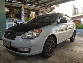 Pearlwhite Hyundai Accent 2004 for sale in Manila