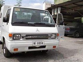 Selling White Mitsubishi L300 2016 in Mandaluyong