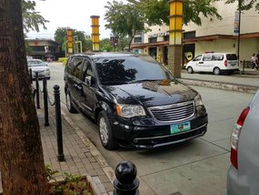 Selling Black Chrysler Town And Country 2012 in Bonifacio