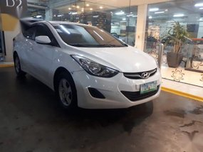 White Hyundai Elantra 2012 for sale in Santo Tomas