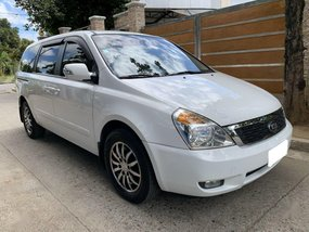 Sell White 2014 Kia Carnival in Pasig