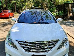 Sell White 2012 Hyundai Sonata in Salcedo