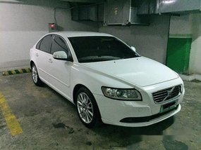 White Volvo S40 2010 for sale in Automatic