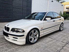 Sell White 2010 Bmw 318I in Quezon City