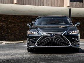 Luxury sedan showcase: The Lexus ES balances luxury and power