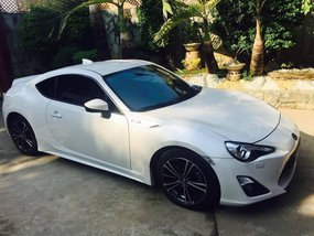 Sell Pearl White 2012 Toyota 86 in Quezon City