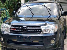 Selling Black Toyota Fortuner 2009 in Quezon