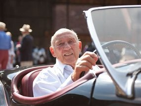 Sir Stirling Moss, the Charles Barkley of motorsports, dies at age 90