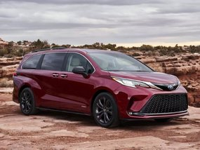 2021 Toyota Sienna brings our faith back in minivans (not because it's hybrid)