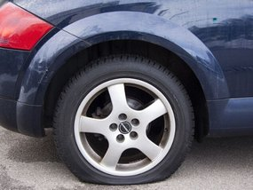 The DOs and DON'Ts of changing a flat tire [Philkotse Guide]