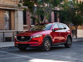 Mazda CX-5 2.0 FWD Pro SkyActiv-G with P100,000 Cash Discount