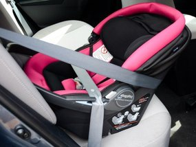 How to install a child car seat correctly
