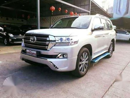 Toyota Land Cruiser 2018 LC200 White AT