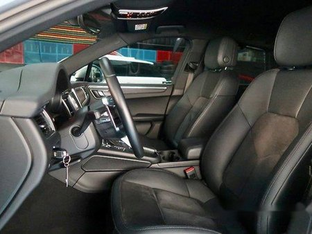 Silver Porsche Macan 2016 at 13101 km for sale