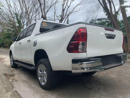 Selling White Toyota Hilux 2016 Manual Diesel in Quezon City
