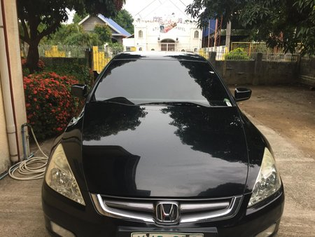 Selling 2nd Hand Black Honda Accord 2004 Automatic