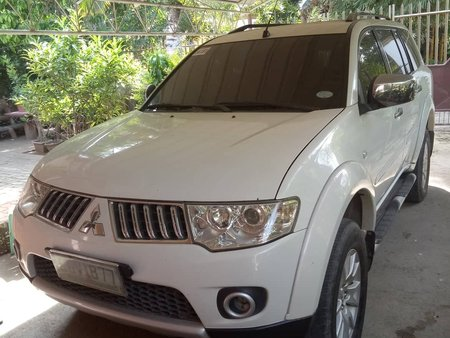 Selling 2nd Hand White Mitsubishi Montero 2010