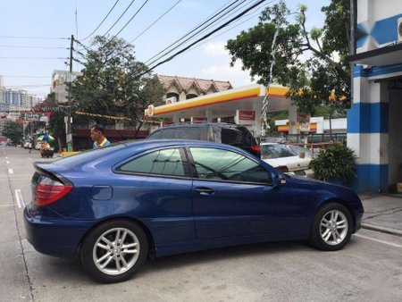 2nd Hand Mercedes-Benz C200 2002 Coupe at 33000 km for sale